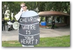 Paul Paz y Miño of Amazon Watch sends a message to Chevron  -> Click to enlarge