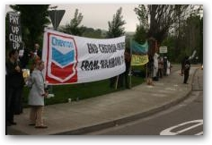 Protest outside the 2007 Chevron Texaco AGM in San Ramon  -> Click to enlarge