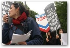Leila Salazar of Rainforest Action Network outside the 2007 Chevron Texaco AGM in San Ramon  -> Click to enlarge