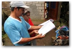 Hugo Camacho and his wife Maria look through the legal complaint filed by Chevron  -> Click to enlarge