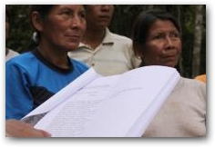 Member of Kichwa indigenous community listen to their names being read from Chevron legal complaint  -> Click to enlarge