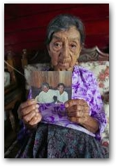 Maria Machay holds a photo of her late husband Jose Adolfo Moreno who died of a cancerous tumor at her home in San Carlos  -> Click to enlarge