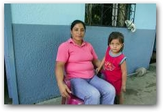 Flor Valarezo and her daughter Liliana Cecilia, 4, at her brother's home in Sacha  -> Click to enlarge