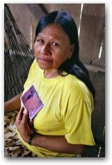 Maruja Piaguaje, Secoya woman, whose son Marcelo Lucitante, died of leukemia, San Pablo village  -> Click to enlarge